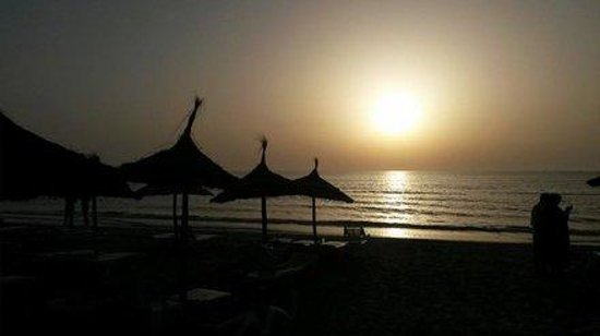 Mahdia Palace Thalasso: Morgen ab 5 Uhr wird am Strand alles hergerichtet