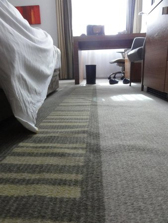 Crowne Plaza London - Docklands: Tripping hazzard! Carpet in bedroom!