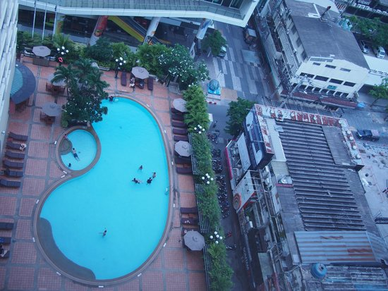 Novotel Bangkok on Siam Square: You can view the pool from Siam Square One
