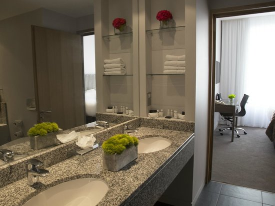The Spencer Hotel Dublin IFSC: Bathrooms