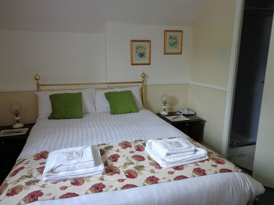 The Yewdale Inn: Lovely comfy bed.