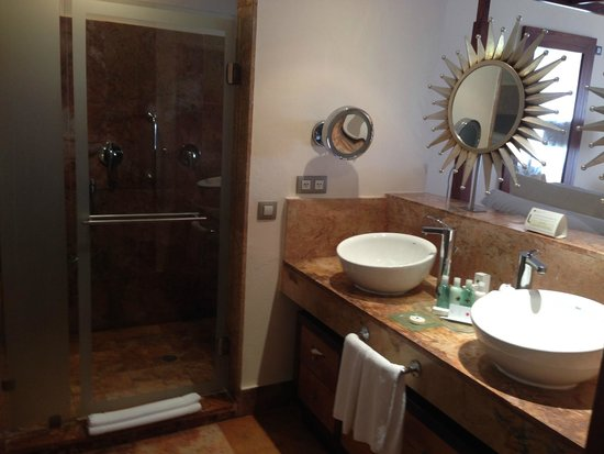 Excellence Playa Mujeres : Gorgeous Bathroom Area
