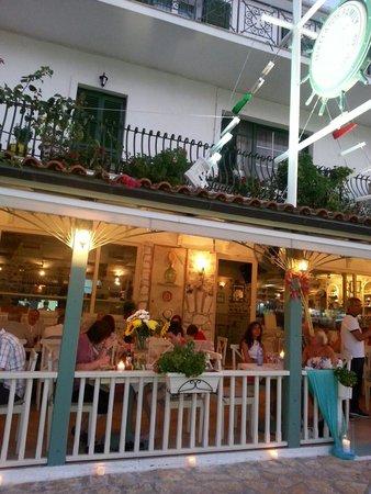 Mikelatos: Delightful restaurant