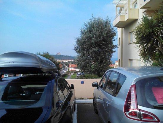 Residence Mer & Golf Eugénie : place handicapées non respectées