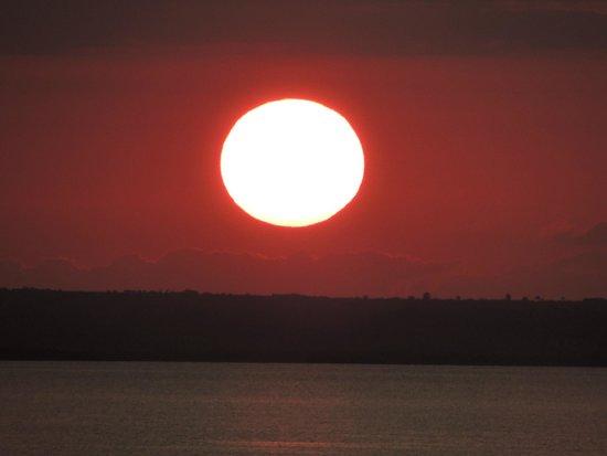 Mwangaza Hideaway: Sunset from the lodge