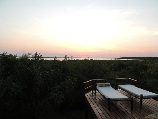 Mwangaza Hideaway: Sunset from the pool