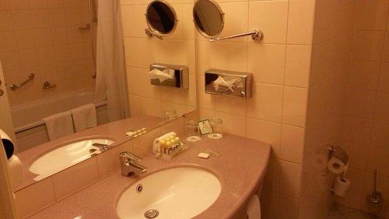 Holiday Inn Moscow Lesnaya: banyo