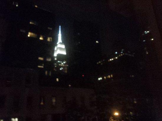 The Hotel @ New York City: 窓からのエンパイヤステートビル