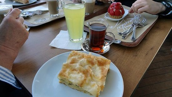 Topkapi Sarayi Konyali Lokantasi: Outdoor Self-Service area