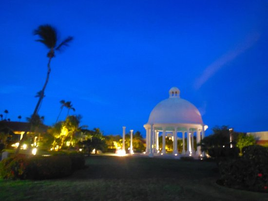 Melia Coco Beach: Walking towards pool/lobby