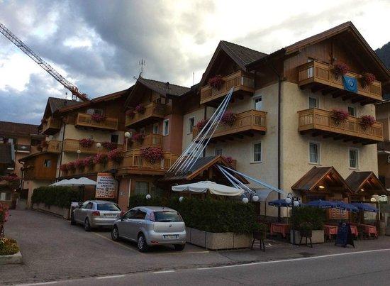 Albergo Dimaro: Hotel dall'esterno