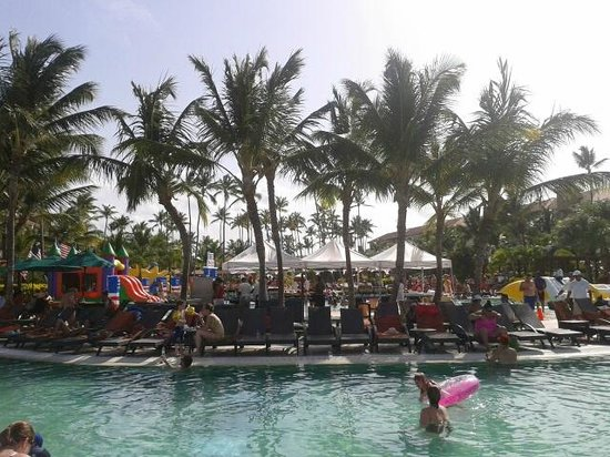 Now Larimar Punta Cana: la piscine le 4 juillet 2014