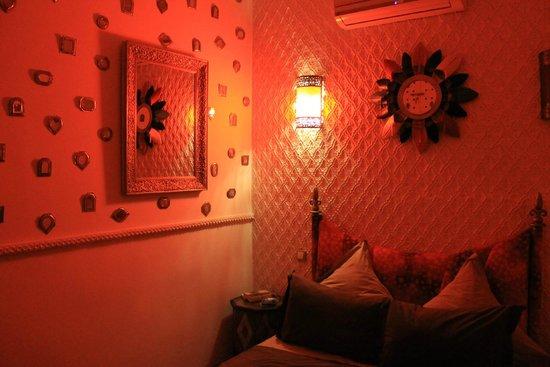 Riad Asrari : La chambre