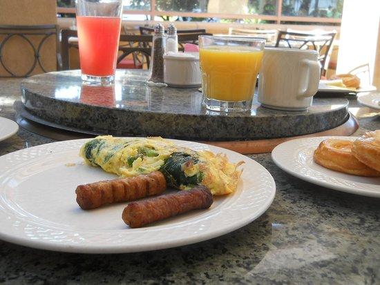 Hilton Garden Inn Carlsbad Beach : オープンテラス 朝食