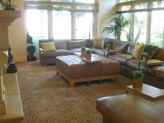 Hilton Garden Inn Carlsbad Beach: ロビー