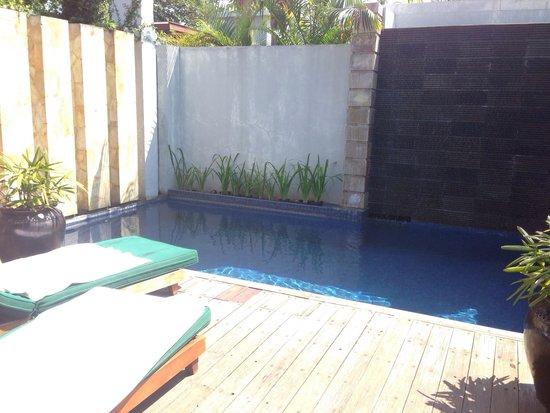 The Santosa Villas & Resort: Private pool deck a little run down