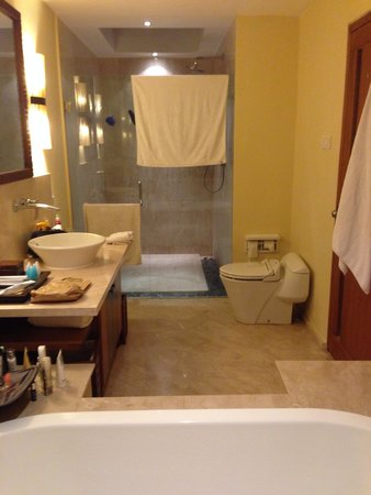 The Santosa Villas & Resort: Bathroom