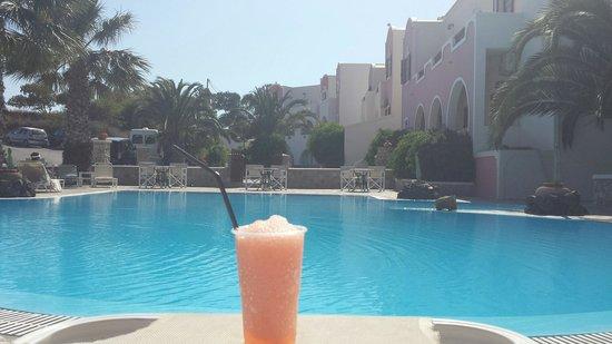 Villa Manos : Pool view with a Strawberry daquiri