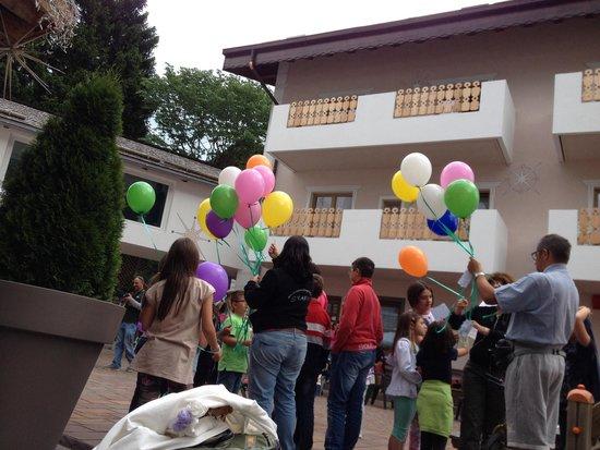 Astoria Comfort Hotel: Lancio dei palloncini