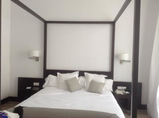 Hotel Molina Lario : upgraded bedroom
