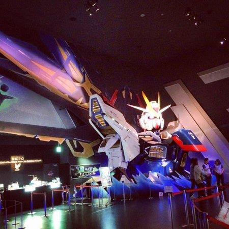 Gundam Front Tokyo: Giant bust *snigger*