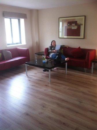 Castle Dargan: Lounge area in apartment