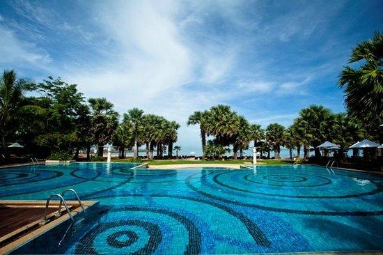 Hotel Ravindra Beach Resort