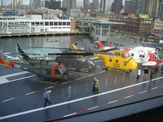 Intrepid Sea, Air & Space Museum : helicopters at intrepid