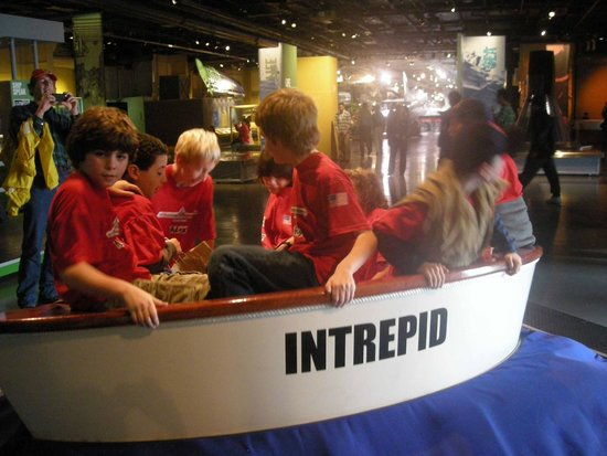 Intrepid Sea, Air & Space Museum : kids at Intrepid NYC