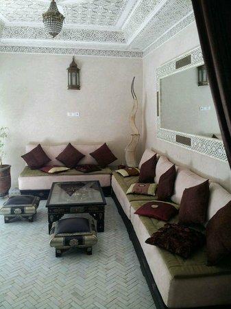 Riad Palau: living room