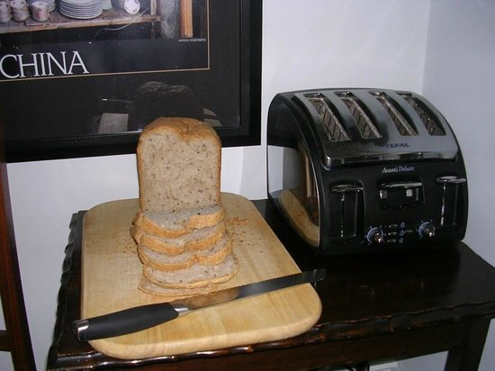 Plas Efenechtyd Cottage B&B: Bread baked fresh for you every morning