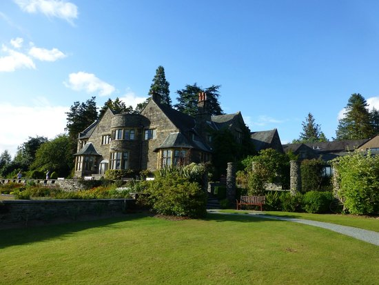 Cragwood Country House Hotel: Hotel viewed from garden