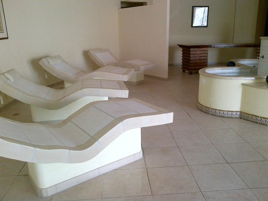 Golden Tulip Khatt Springs Resort & Spa : relax area for men