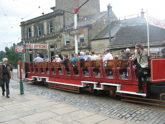 Crich Tramway Village: Blackpool toast rack tram