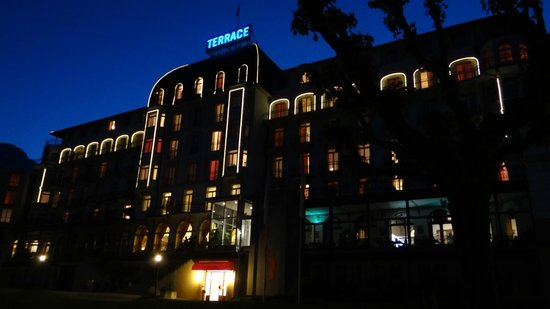 Hotel Terrace: View of the hotel at night