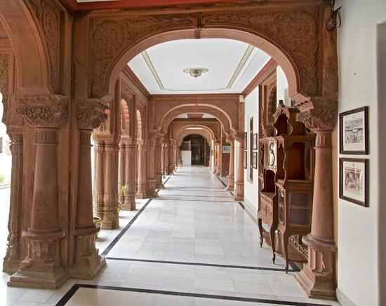 The Laxmi Niwas Palace: LCourtyard