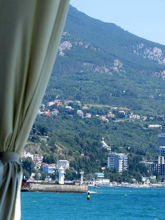 Levant Eco Hotel: Вид на ялтинский маяк с террасы ресторана