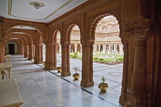The Laxmi Niwas Palace: Courtyard