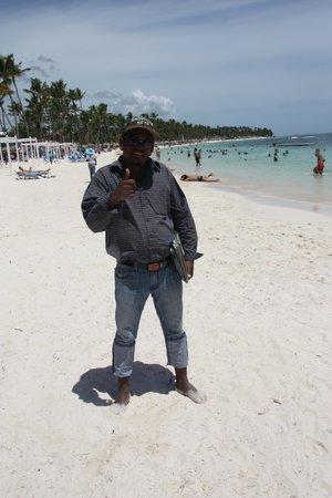 Be Live Collection Punta Cana : vendedores de excursiones, en la playa