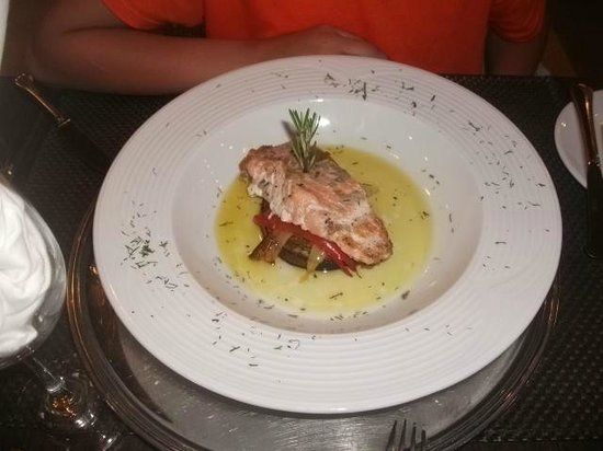 Bella Beach Hotel: salmon