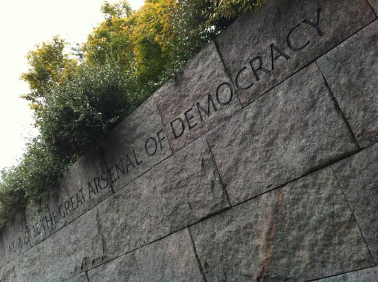 Monumento a Franklin Delano Roosevelt: we must be the great arsenal of democracy