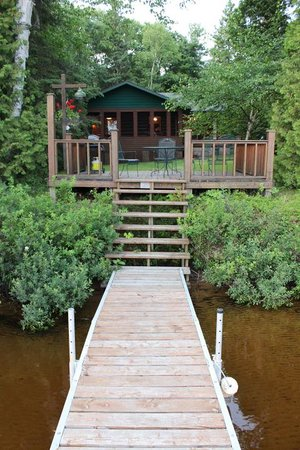 Hay Lake Lodge and Cottages: cabin, dock private swimming