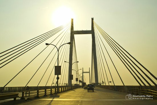 Second Hooghly Bridge: On a sunny morning