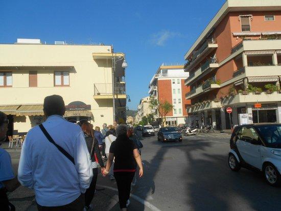 Michelangelo Hotel: viale dove si trova l'hotel
