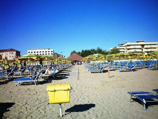 Novit 2014 bagno marconi a cesenatico picture of club family hotel executive cesenatico - Bagno italia cesenatico ...