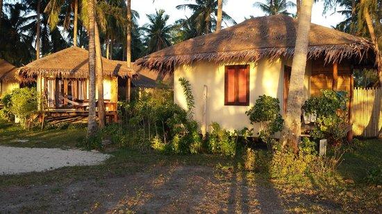 Baan Manali Resort : vue des bungalows