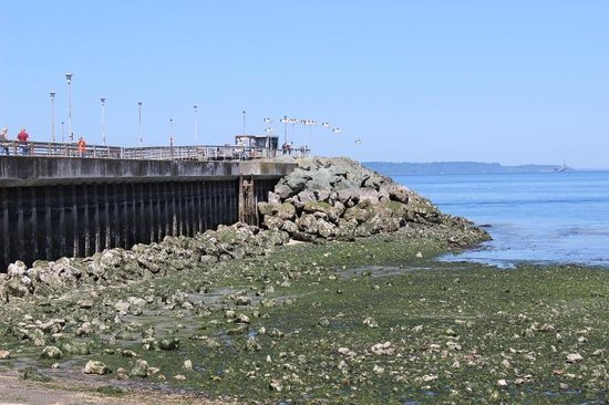 Arnie's Restaurant & Bar - Edmonds: jetty outside Arnies