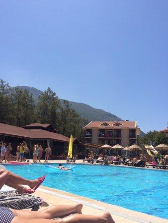 Telmessos Hotel: Lively pool