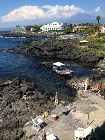 Hotel Orpheus: View to the hotel's rocky beach and to Mount Etna.