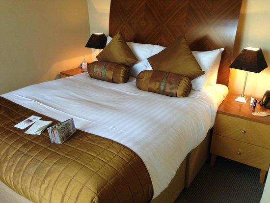 PREMIER SUITES PLUS Dublin Leeson Street: Beautiful Big Bed